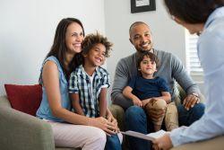 Versicherungsschutz: Was bei Adoptionen zu beachten ist