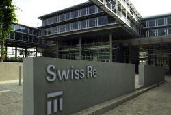 Swiss Re verdient deutlich weniger