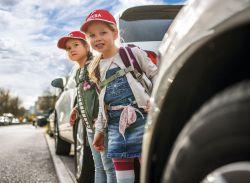 Dekra: Verhindern Elterntaxis das Erlernen sicheren Verhaltens?
