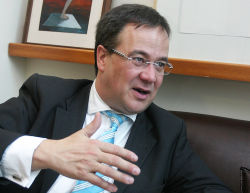 CDU-Vize Laschet fordert harte Linie im Grundrentenstreit mit SPD